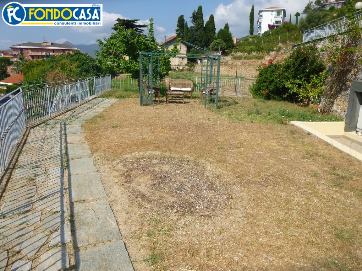 Bilocale Pietra Ligure Via Garibaldi 10
