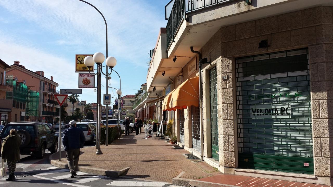 Negozio / Locale in affitto a Ceriale, 9999 locali, prezzo € 100.000 | Cambio Casa.it