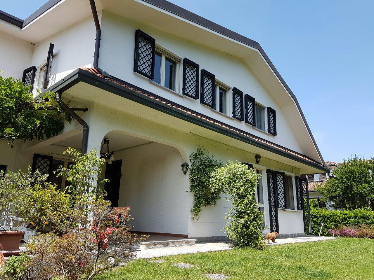 Villa in Vendita a Rodano: 5 locali, 326 mq