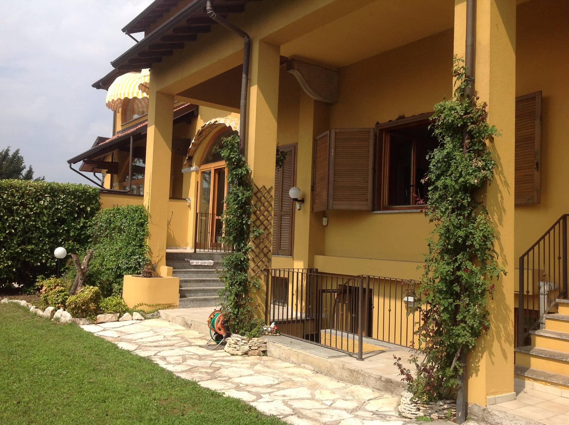Villa in Vendita a Fino Mornasco: 5 locali, 240 mq