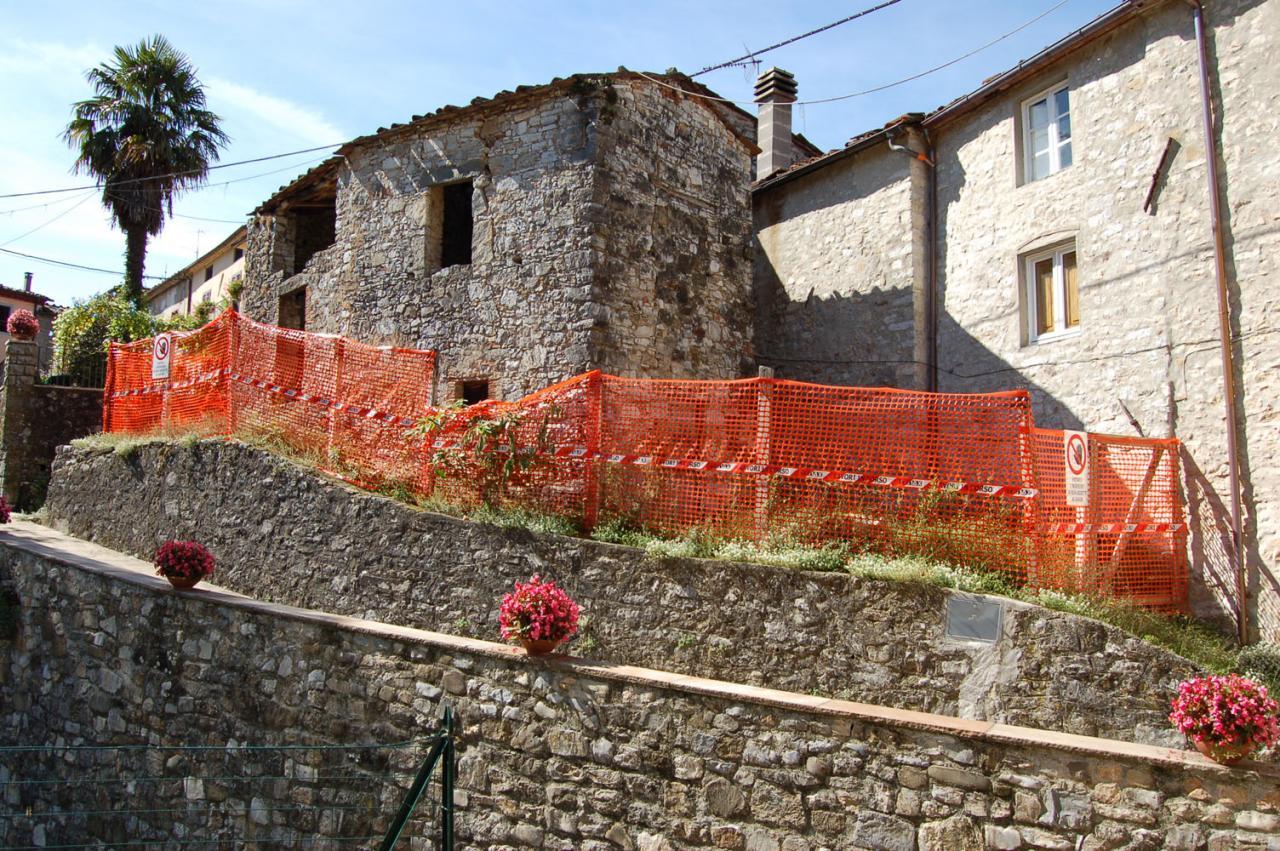 Soluzione Indipendente in vendita a Pescaglia, 6 locali, zona Località: VillaaRoggio, prezzo € 55.000 | Cambio Casa.it