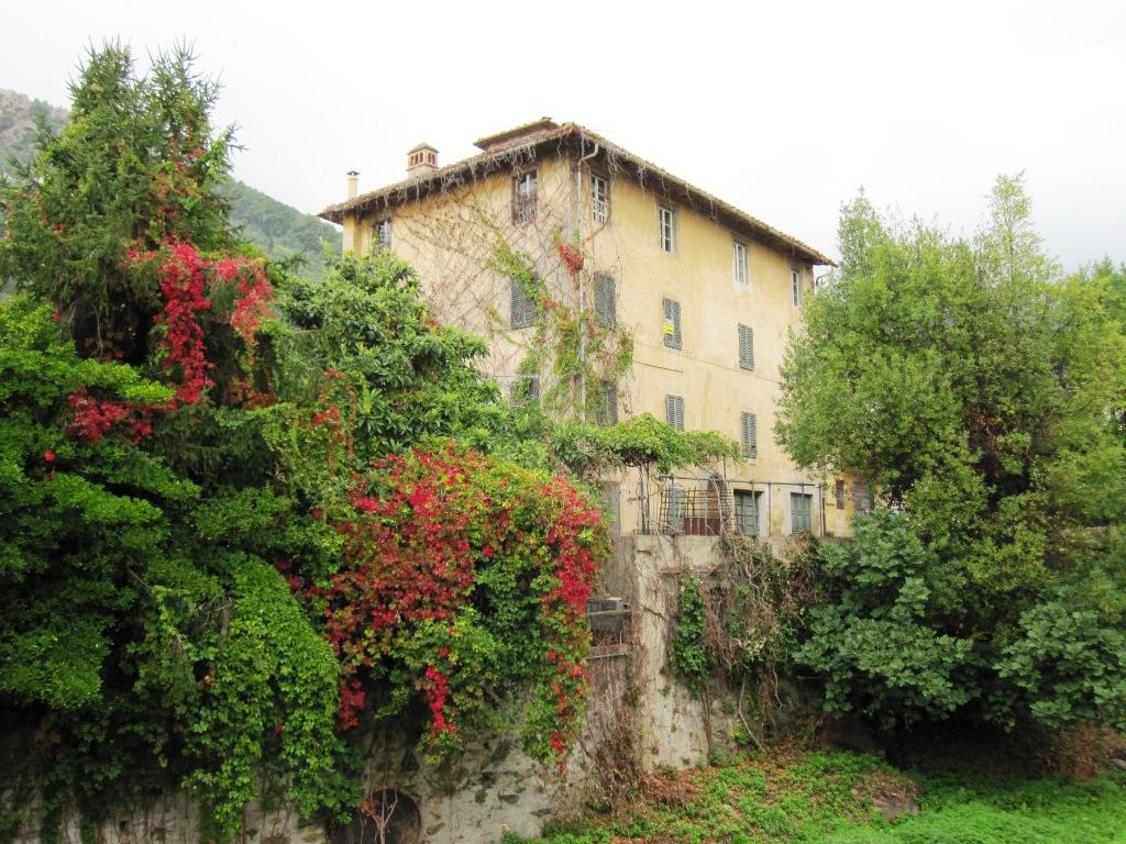 Palazzo / Stabile in vendita a Calci, 16 locali, zona Località: CastelMaggiore, prezzo € 450.000 | Cambio Casa.it