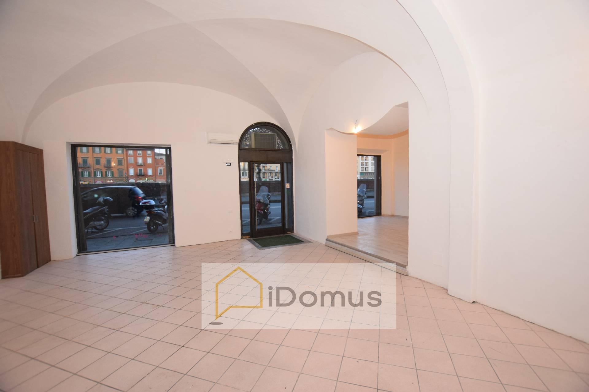 Negozio / Locale in affitto a Pisa, 9999 locali, zona Località: LUNGARNOGALILEI, prezzo € 1.600 | Cambio Casa.it