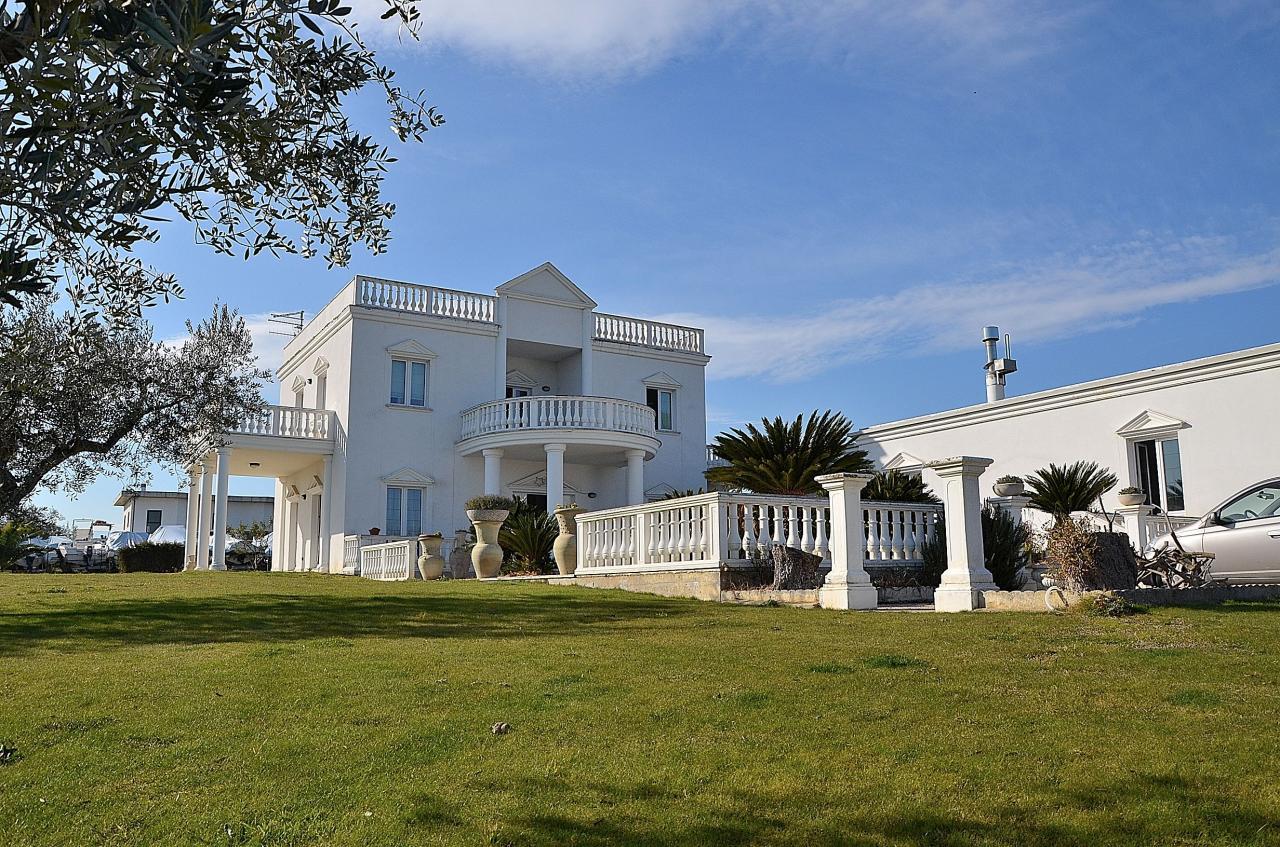 Villa in vendita a Città Sant'Angelo, 10 locali, zona Località: SanMartinoAlta, Trattative riservate | Cambio Casa.it