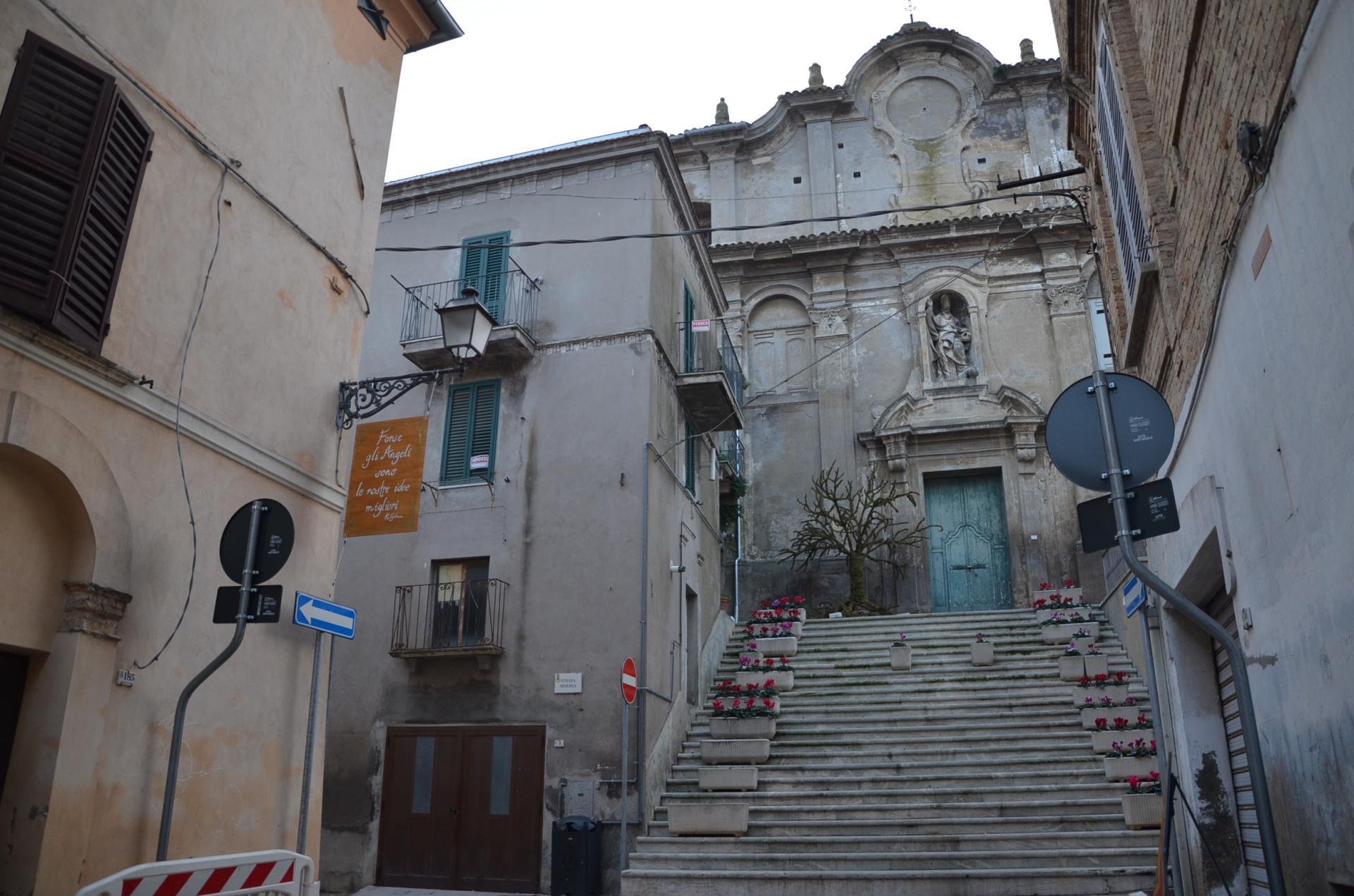 Appartamento in vendita a Città Sant'Angelo, 6 locali, prezzo € 110.000 | Cambio Casa.it