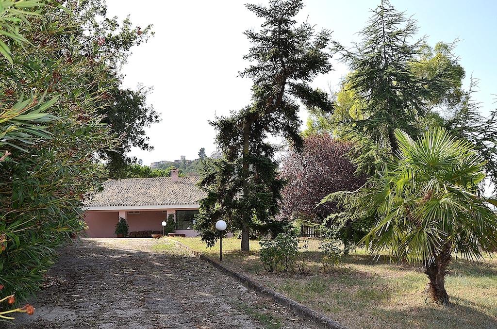 Villa in vendita a Montesilvano, 7 locali, zona Località: primacollina, prezzo € 295.000 | CambioCasa.it