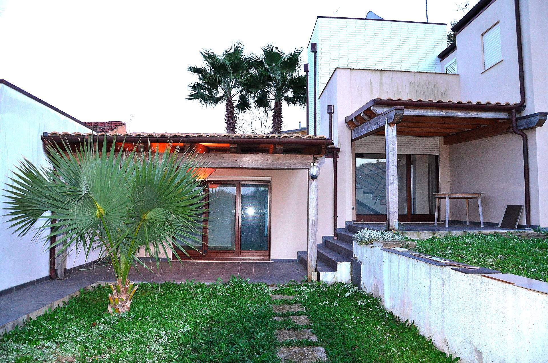 Villa in vendita a Pescara, 4 locali, zona Località: ZonaNord, prezzo € 376.000 | CambioCasa.it