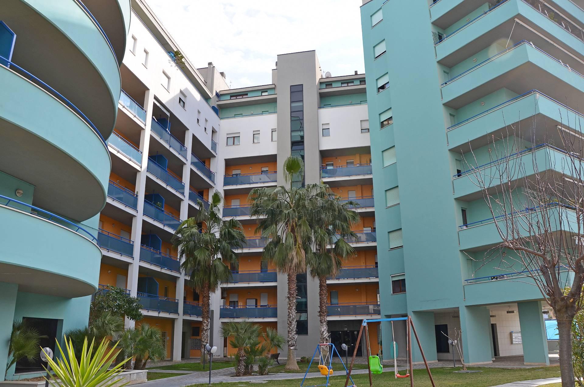 Appartamento in vendita a Montesilvano, 3 locali, zona Località: centro, prezzo € 149.000 | CambioCasa.it