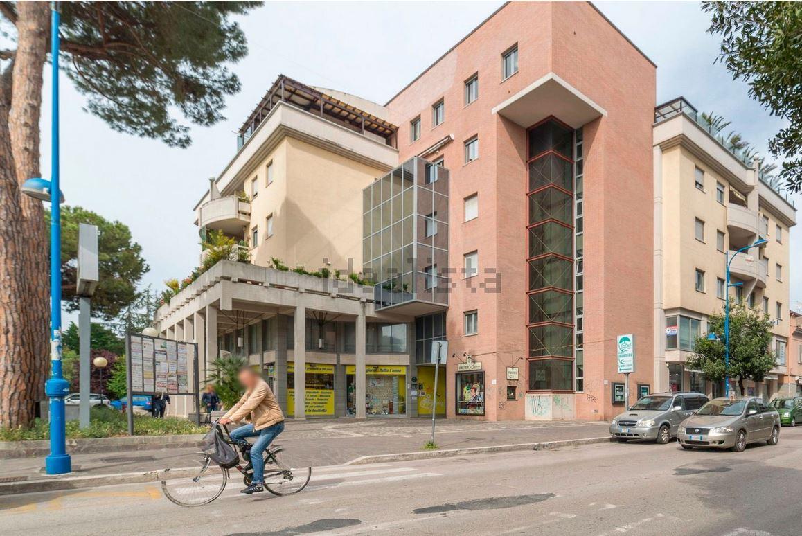 Appartamento in vendita a Montesilvano, 6 locali, zona Località: centro, prezzo € 298.000 | CambioCasa.it