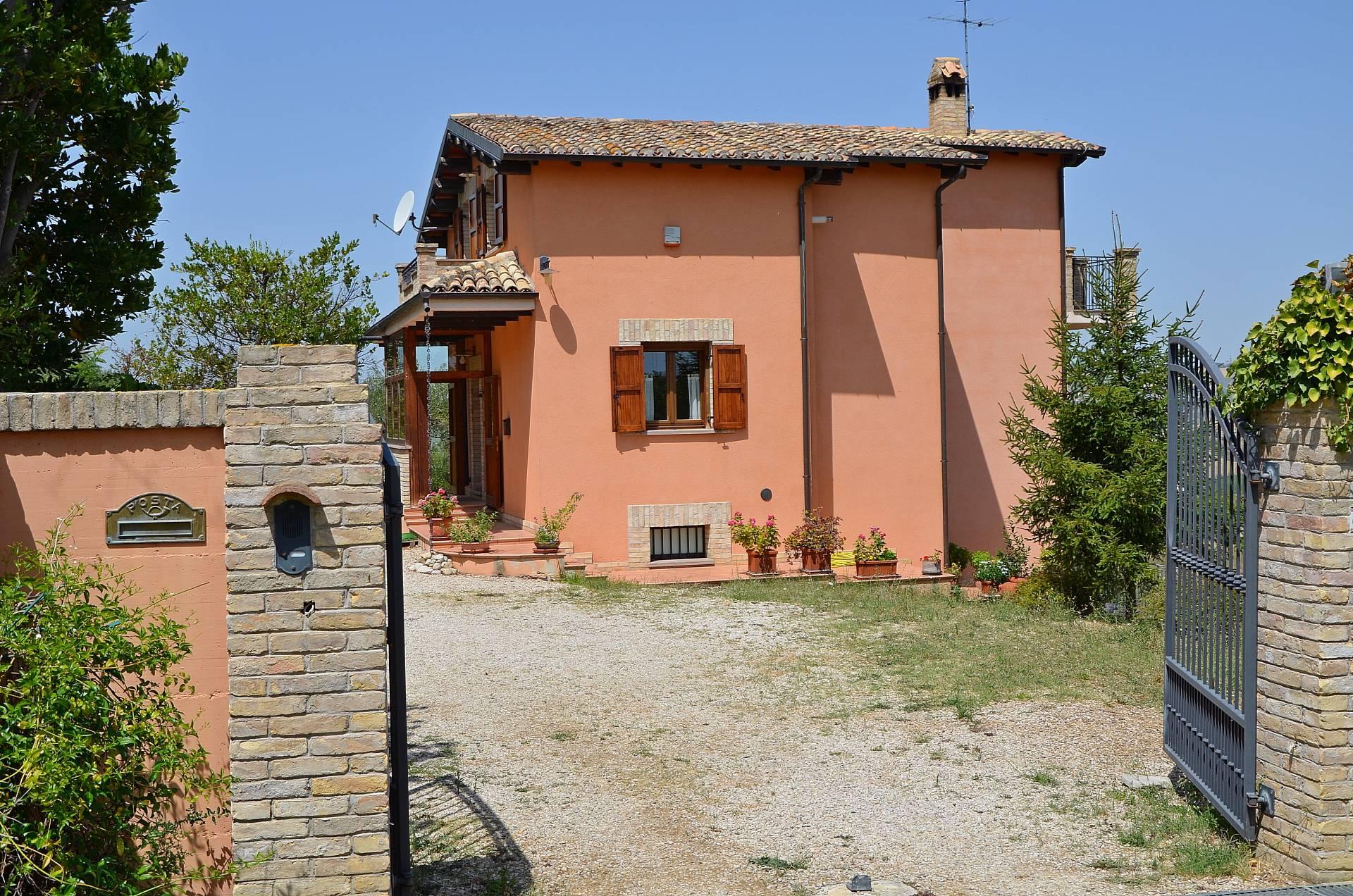 Villa in vendita a Città Sant'Angelo, 4 locali, prezzo € 355.000 | CambioCasa.it