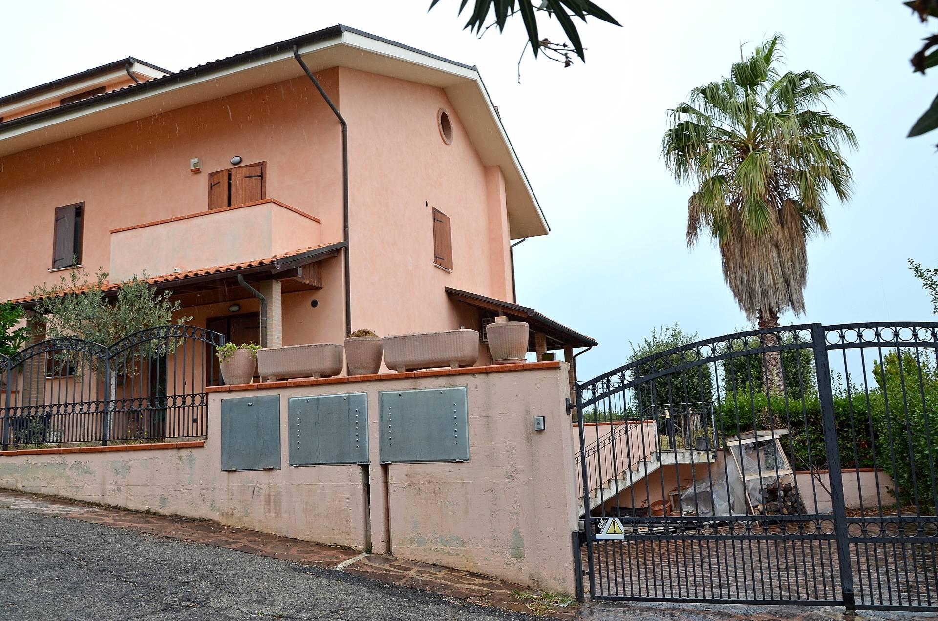 Villa Bifamiliare in Vendita a Città Sant'Angelo