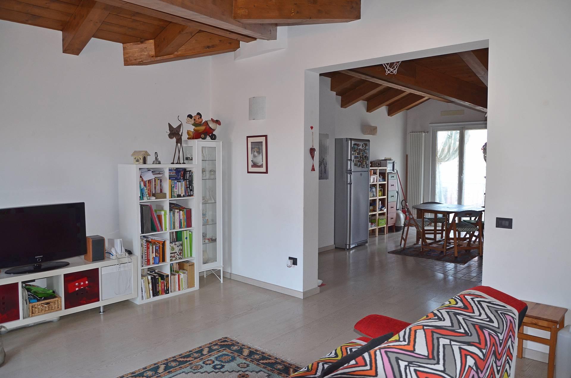 Attico / Mansarda in vendita a Montesilvano, 4 locali, zona Località: centro, prezzo € 123.000 | CambioCasa.it