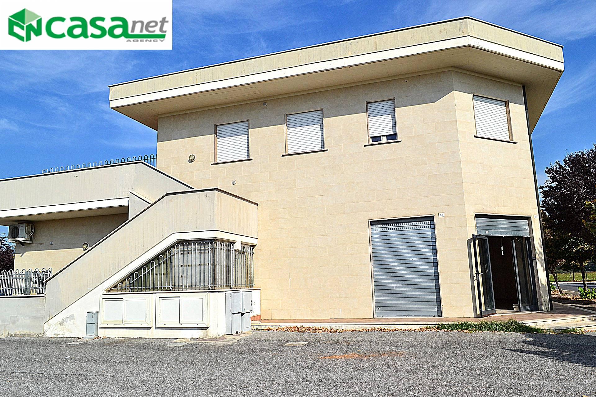 Negozio / Locale in affitto a Guidonia Montecelio, 9999 locali, zona Località: ColleFiorito, prezzo € 1.200 | CambioCasa.it