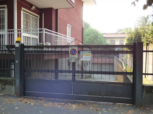 Magazzino in Vendita a Segrate: 1 locali, 170 mq