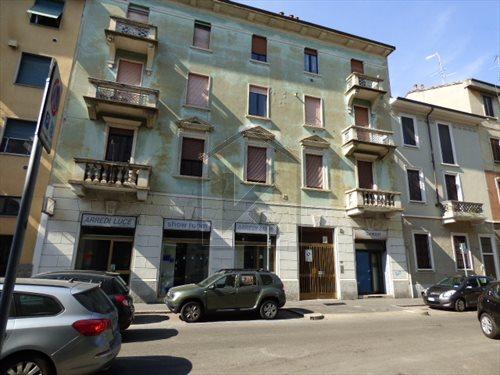 Negozio locale in affitto a milano via francesco de for Fontana arredamenti milano via tibaldi