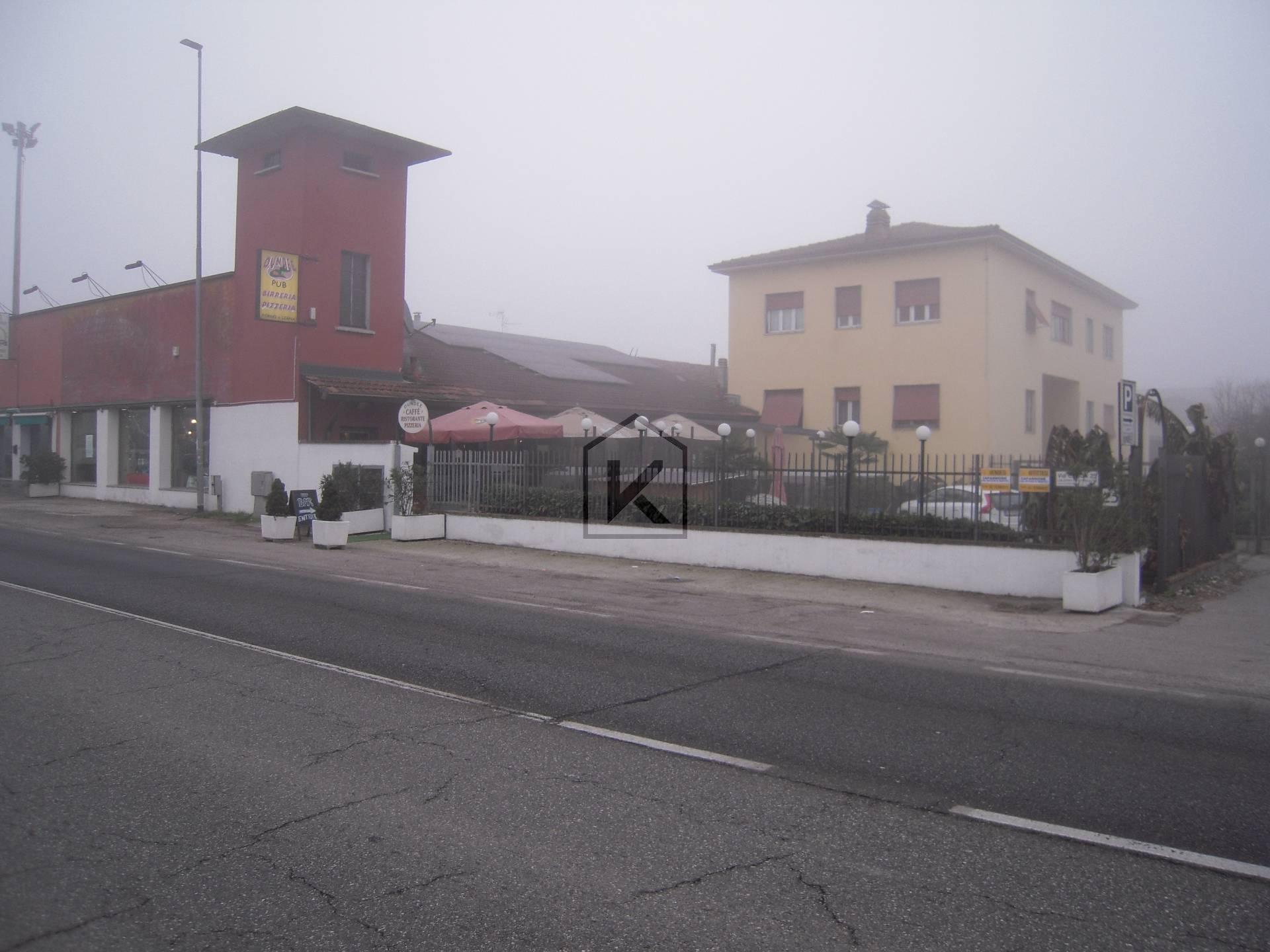 Negozio-locale in Vendita a Settala: 2 locali, 300 mq