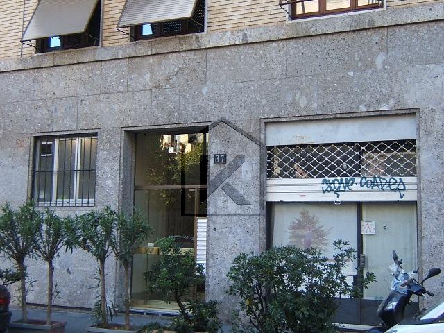 Negozio-locale in Affitto a Milano: 2 locali, 70 mq