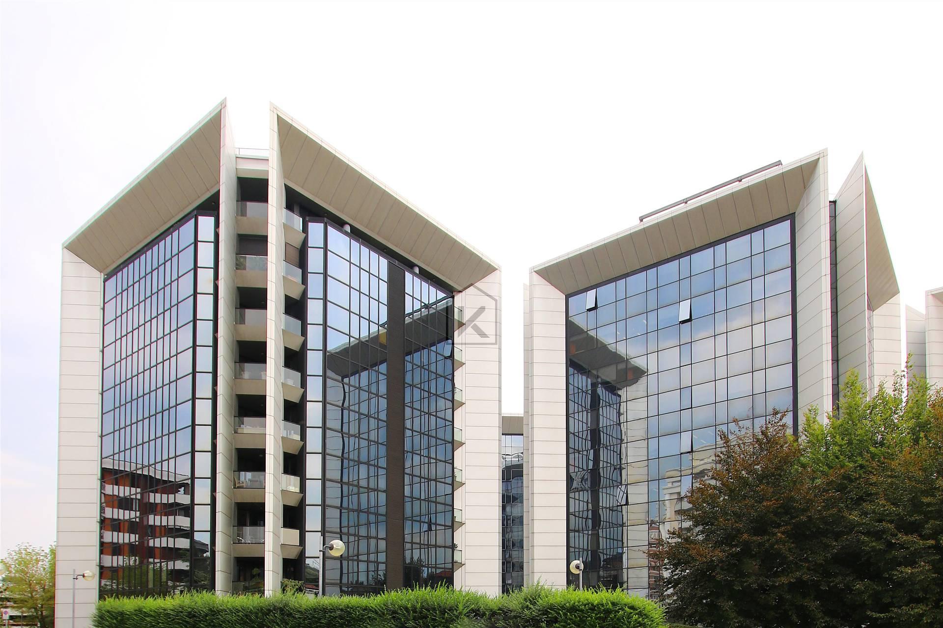 Appartamento in Vendita a Gallarate: 5 locali, 255 mq