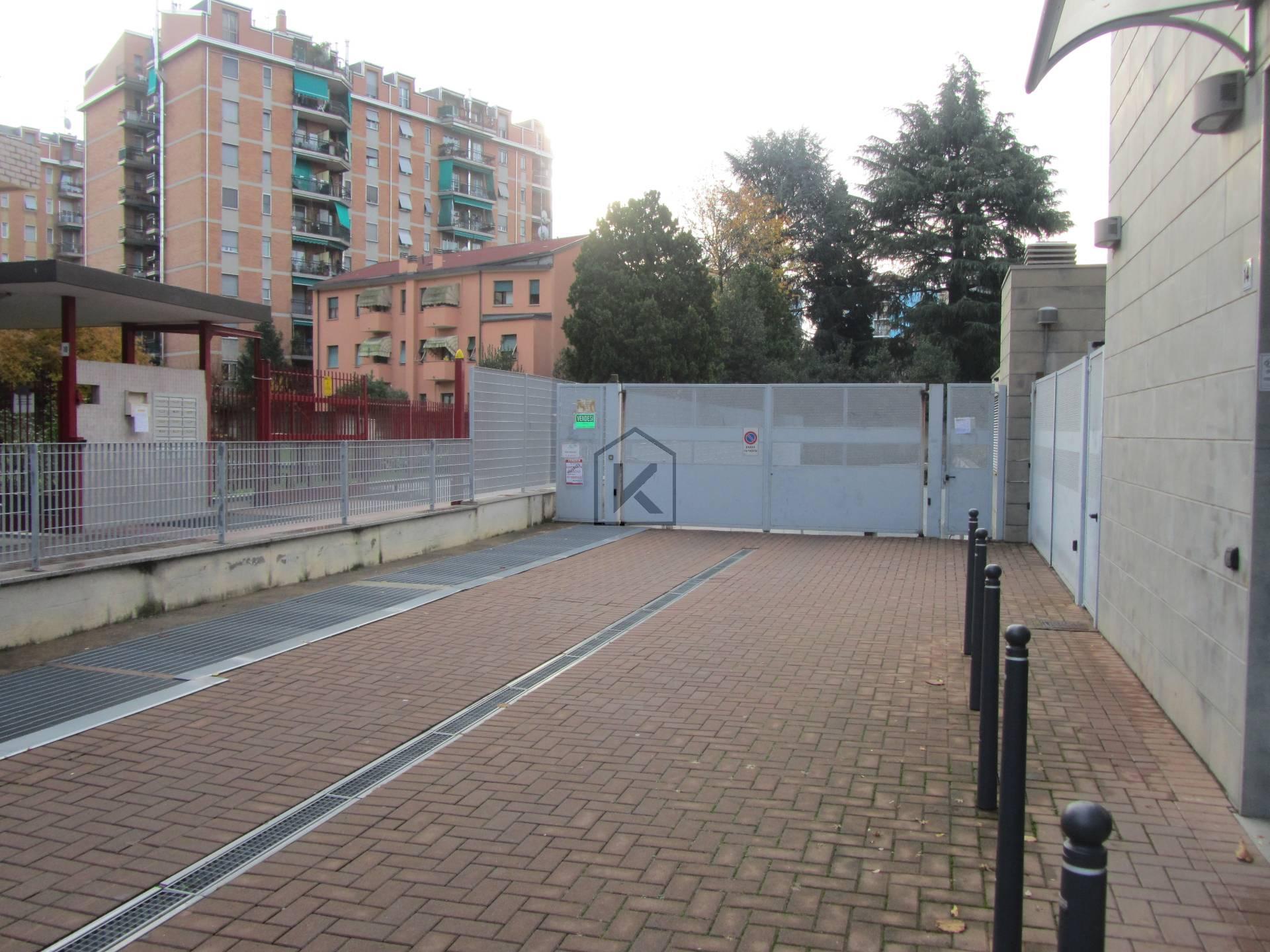 Posto-box auto in Vendita a Cinisello Balsamo: 2 locali, 50 mq