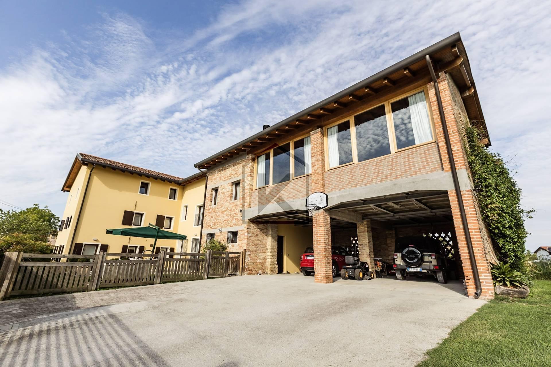 Villa in Vendita a Chions: 5 locali, 645 mq