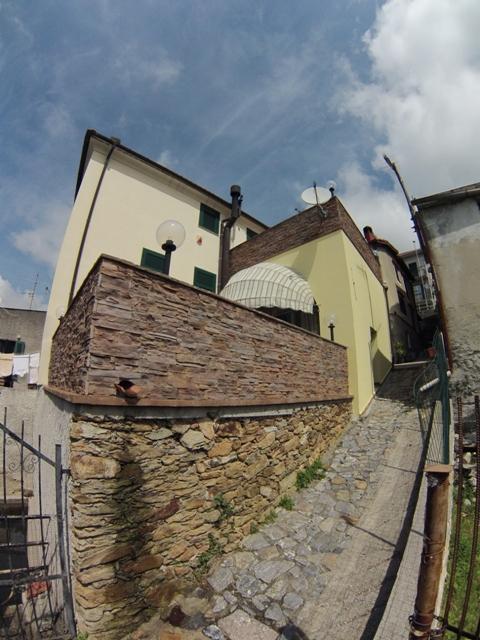 Rustico / Casale in vendita a Vezzi Portio, 4 locali, prezzo € 350.000 | Cambio Casa.it