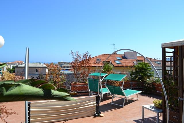 Appartamento in vendita a Spotorno, 4 locali, prezzo € 430.000 | Cambio Casa.it