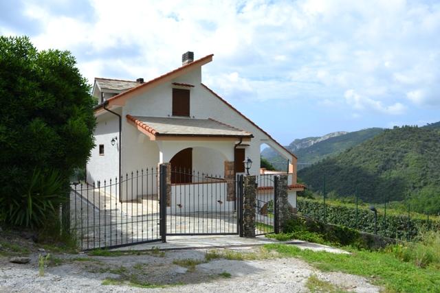 Villa in Vendita a Vezzi Portio