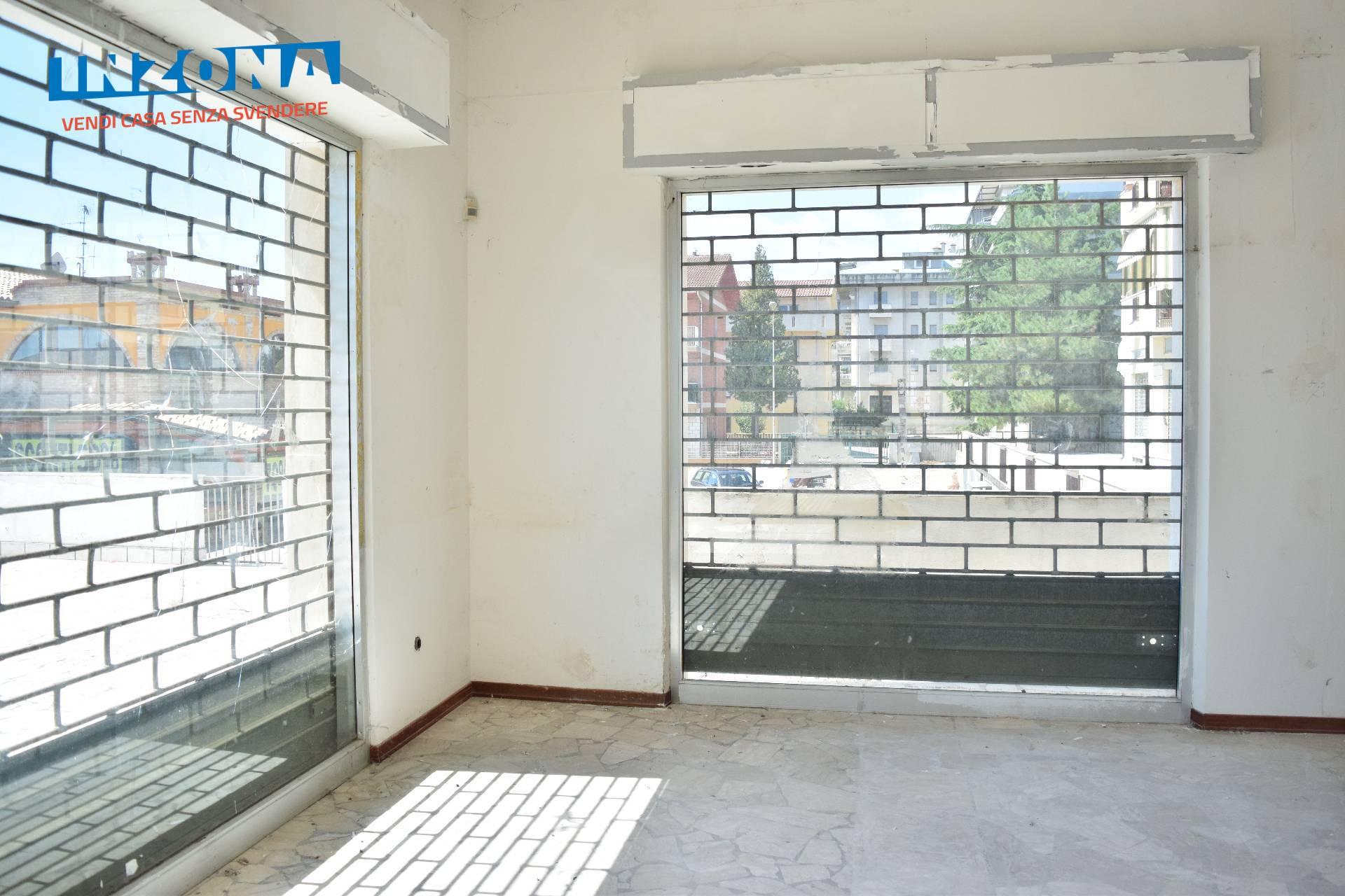 Negozio / Locale in vendita a Bellante, 9999 locali, zona Zona: Ripattoni, prezzo € 40.000   CambioCasa.it