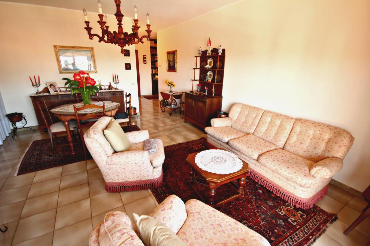 Appartamento in vendita a Verbania, 4 locali, zona Località: Intracentro, prezzo € 330.000   CambioCasa.it
