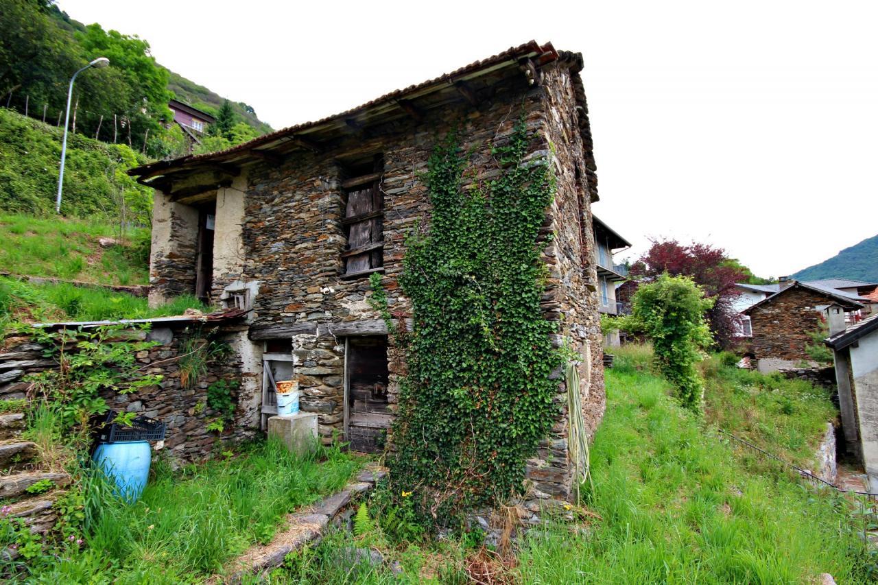 Rustico / Casale in vendita a Caprezzo, 1 locali, prezzo € 35.000 | CambioCasa.it