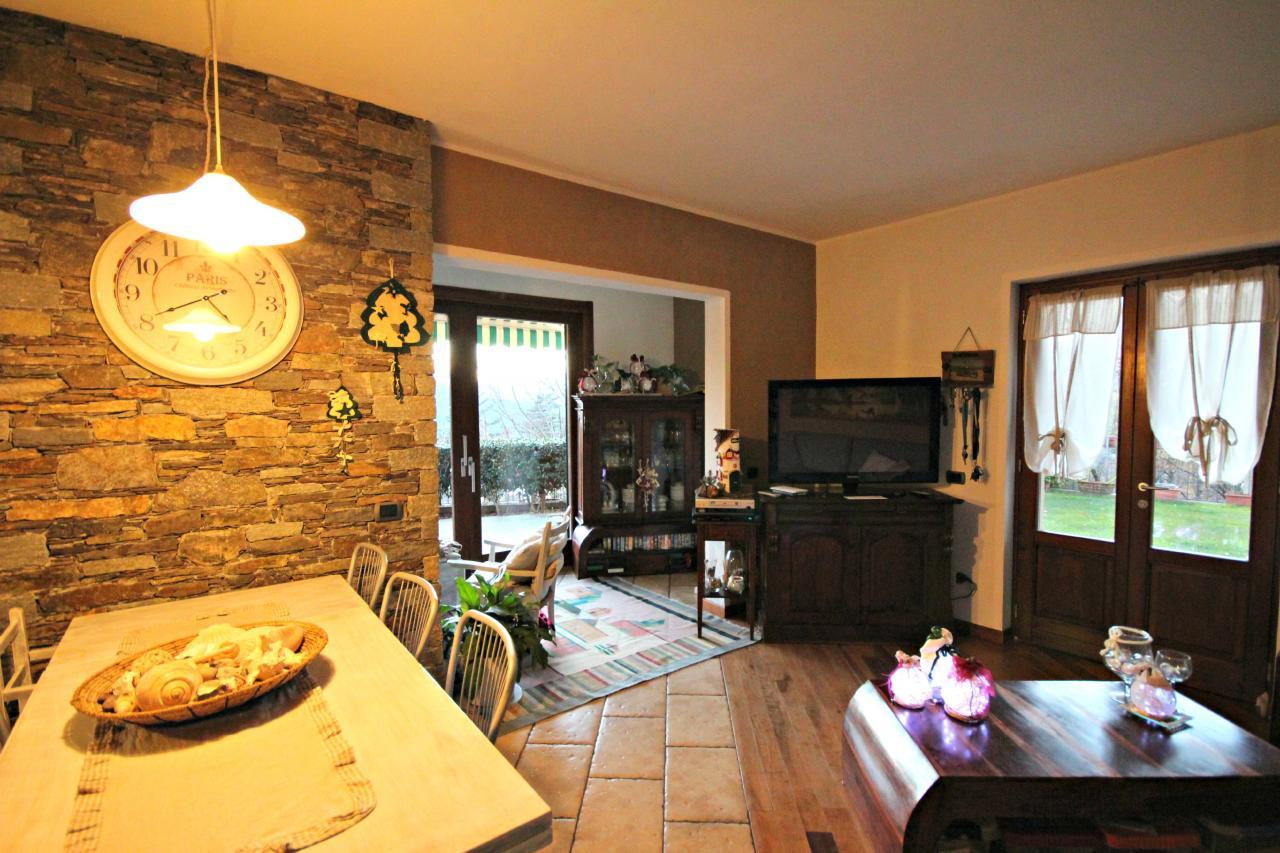 Soluzione Indipendente in vendita a Vignone, 8 locali, prezzo € 300.000   Cambio Casa.it