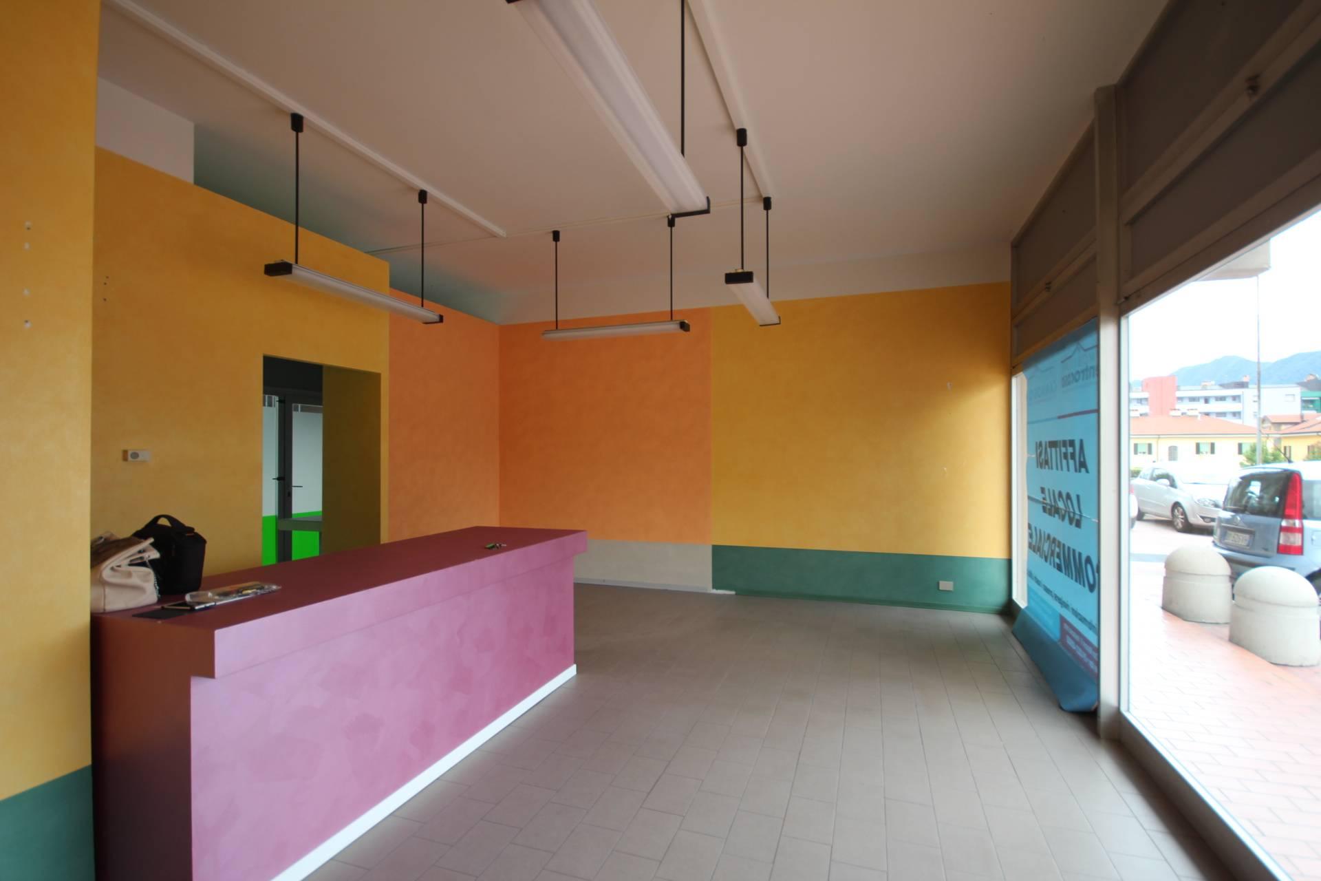 Negozio / Locale in affitto a Verbania, 9999 locali, zona Zona: Pallanza, prezzo € 400 | CambioCasa.it