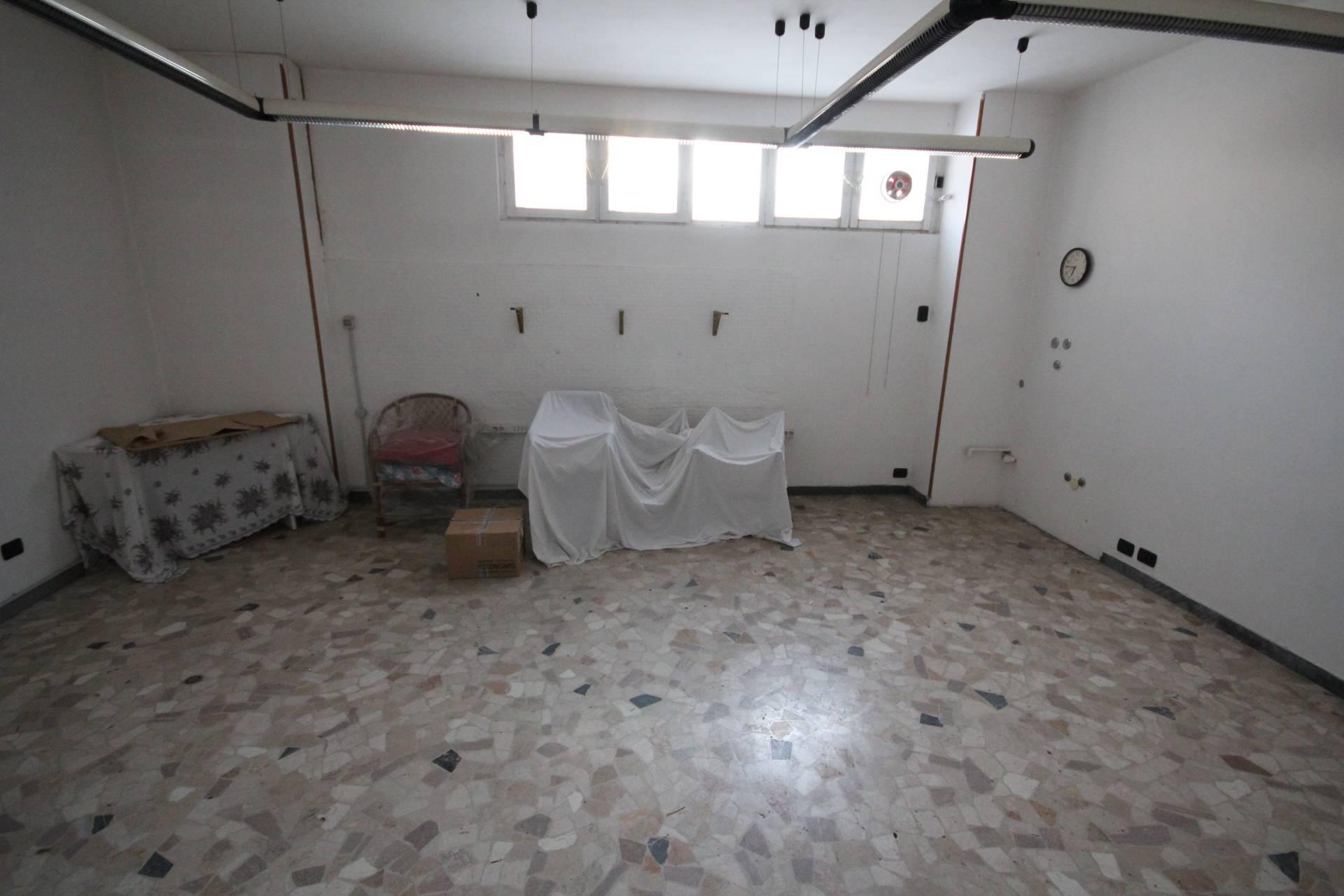 Ufficio / Studio in vendita a Verbania, 9999 locali, zona Località: Intracentro, prezzo € 35.000 | CambioCasa.it