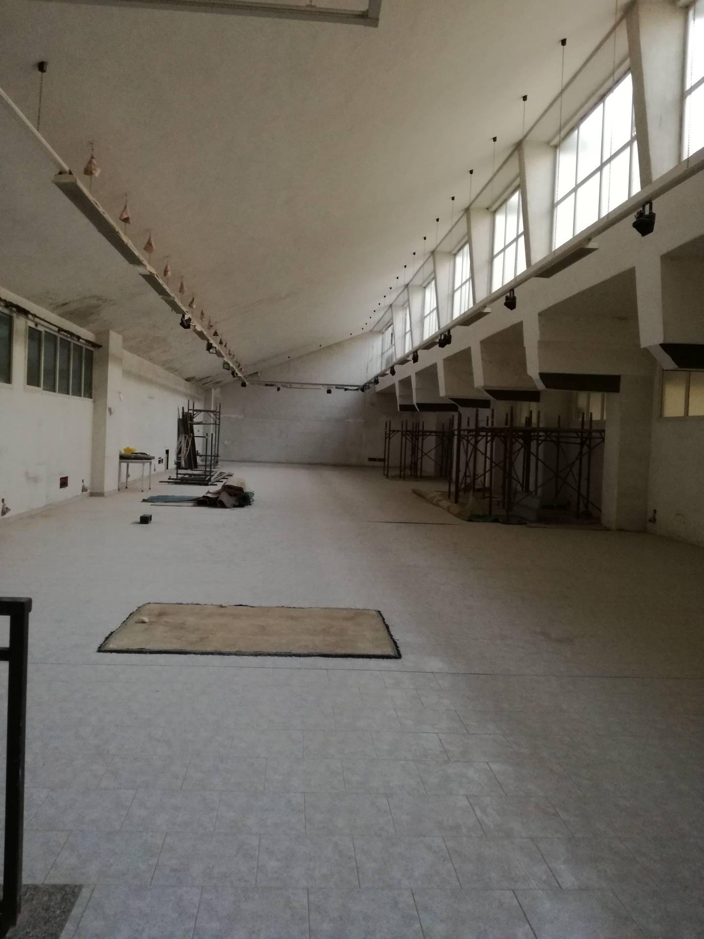Negozio / Locale in affitto a Verbania, 9999 locali, zona Zona: Intra, prezzo € 2.000   CambioCasa.it