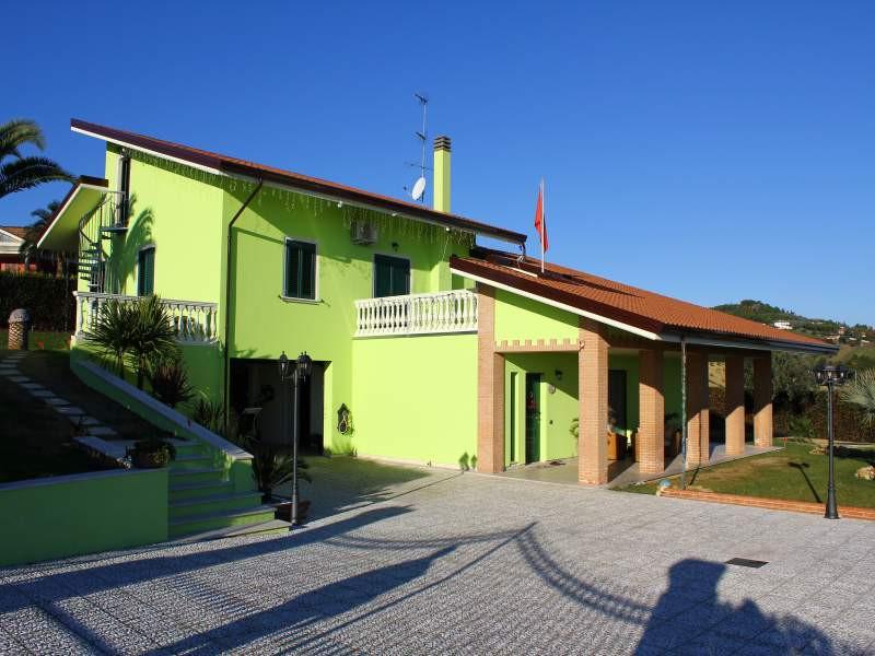 Villa in vendita a Martinsicuro, 10 locali, prezzo € 800.000   Cambio Casa.it