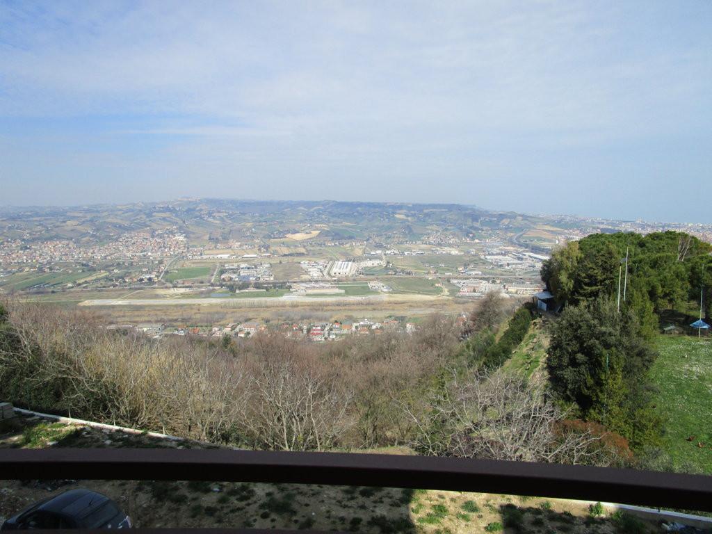 Appartamento in vendita a Colonnella, 5 locali, prezzo € 170.000   Cambio Casa.it