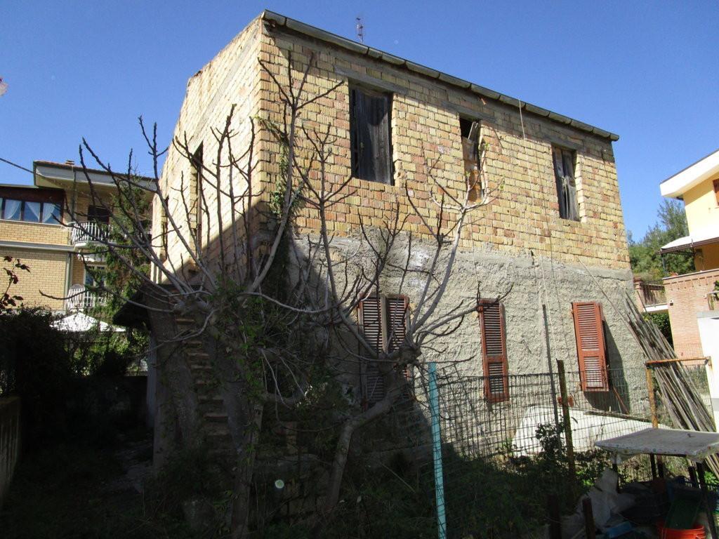 Soluzione Indipendente in vendita a Grottammare, 7 locali, zona Località: Lungomare, prezzo € 160.000 | Cambio Casa.it