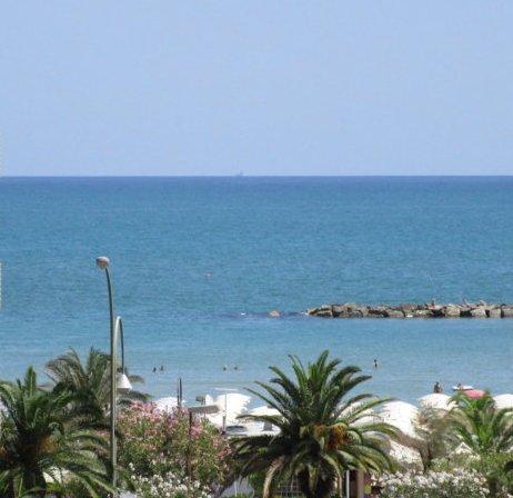 Soluzione Indipendente in vendita a San Benedetto del Tronto, 10 locali, zona Località: Lungomare, Trattative riservate | Cambio Casa.it