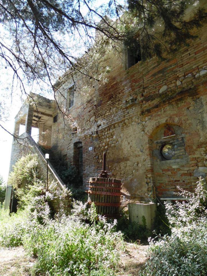 Rustico / Casale in vendita a Ripatransone, 9 locali, prezzo € 110.000 | CambioCasa.it