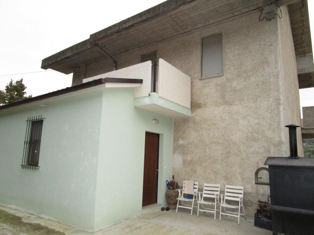 Villa in vendita a Acquaviva Picena, 5 locali, zona Zona: Quercia, prezzo € 420.000 | Cambio Casa.it