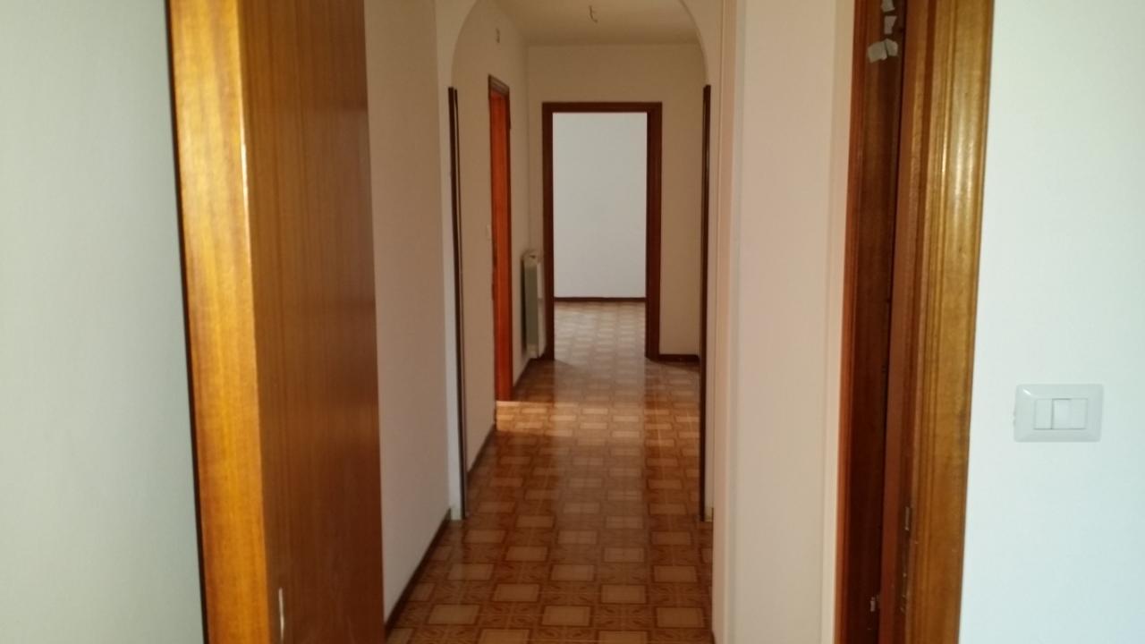 Appartamento in affitto a Castel di Lama, 6 locali, prezzo € 450 | Cambio Casa.it