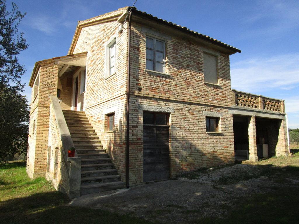 Soluzione Indipendente in vendita a Monsampolo del Tronto, 6 locali, zona Zona: Monsampolo, Trattative riservate | Cambio Casa.it