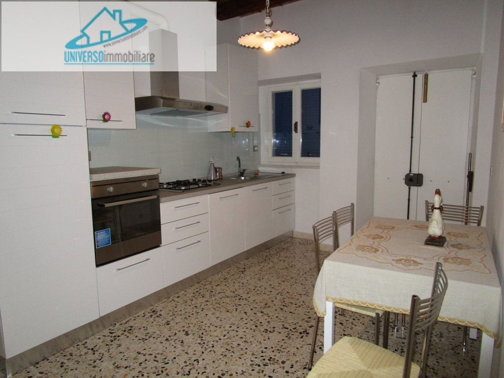 Soluzione Indipendente in vendita a Grottammare, 6 locali, zona Località: Centro, prezzo € 250.000 | Cambio Casa.it