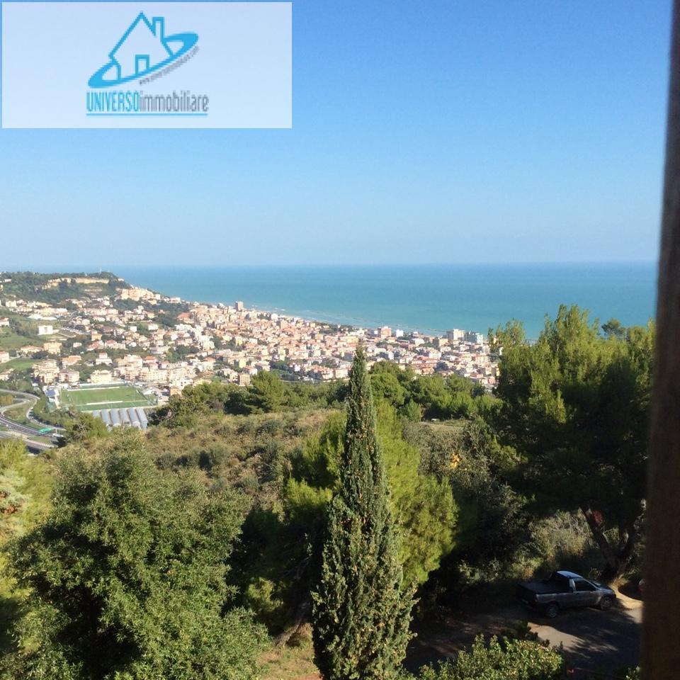 Villa in vendita a Grottammare, 10 locali, zona Località: sopralaStatale16, Trattative riservate | Cambio Casa.it
