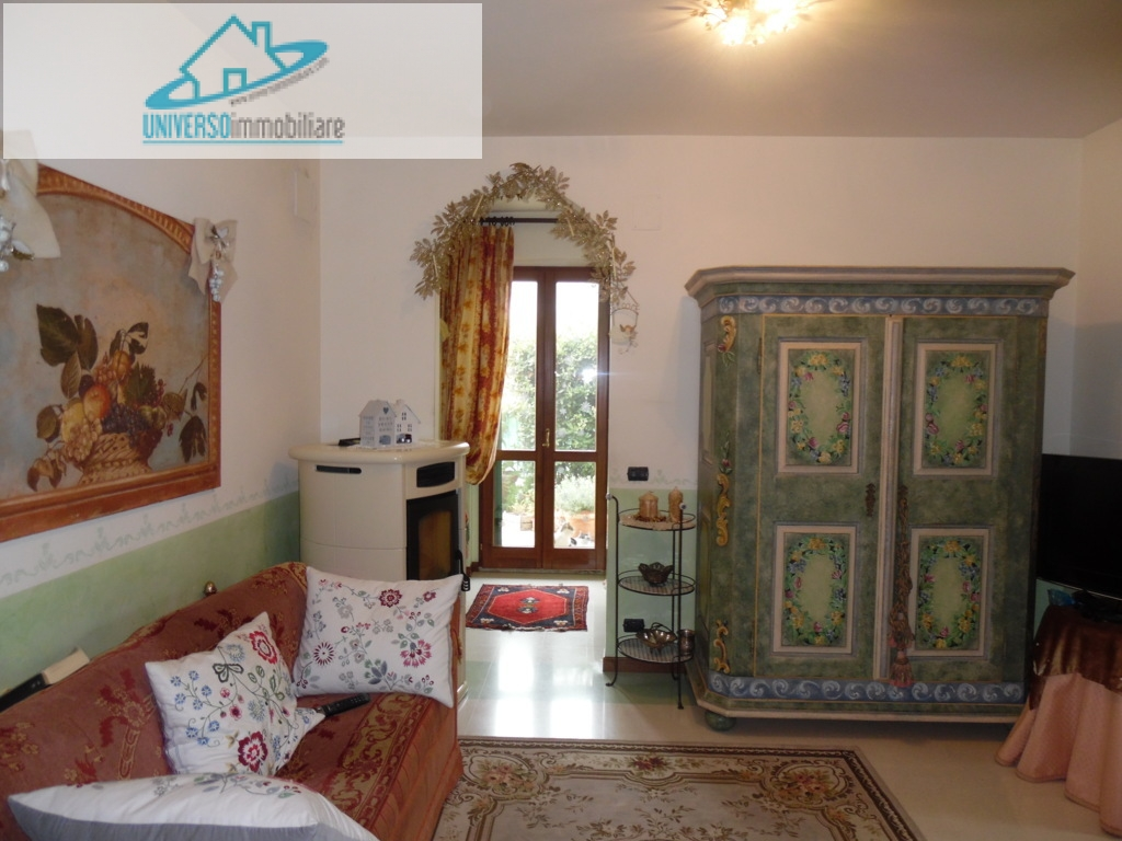 Villa in vendita a Grottammare, 7 locali, zona Località: sopralaStatale16, prezzo € 390.000 | Cambio Casa.it