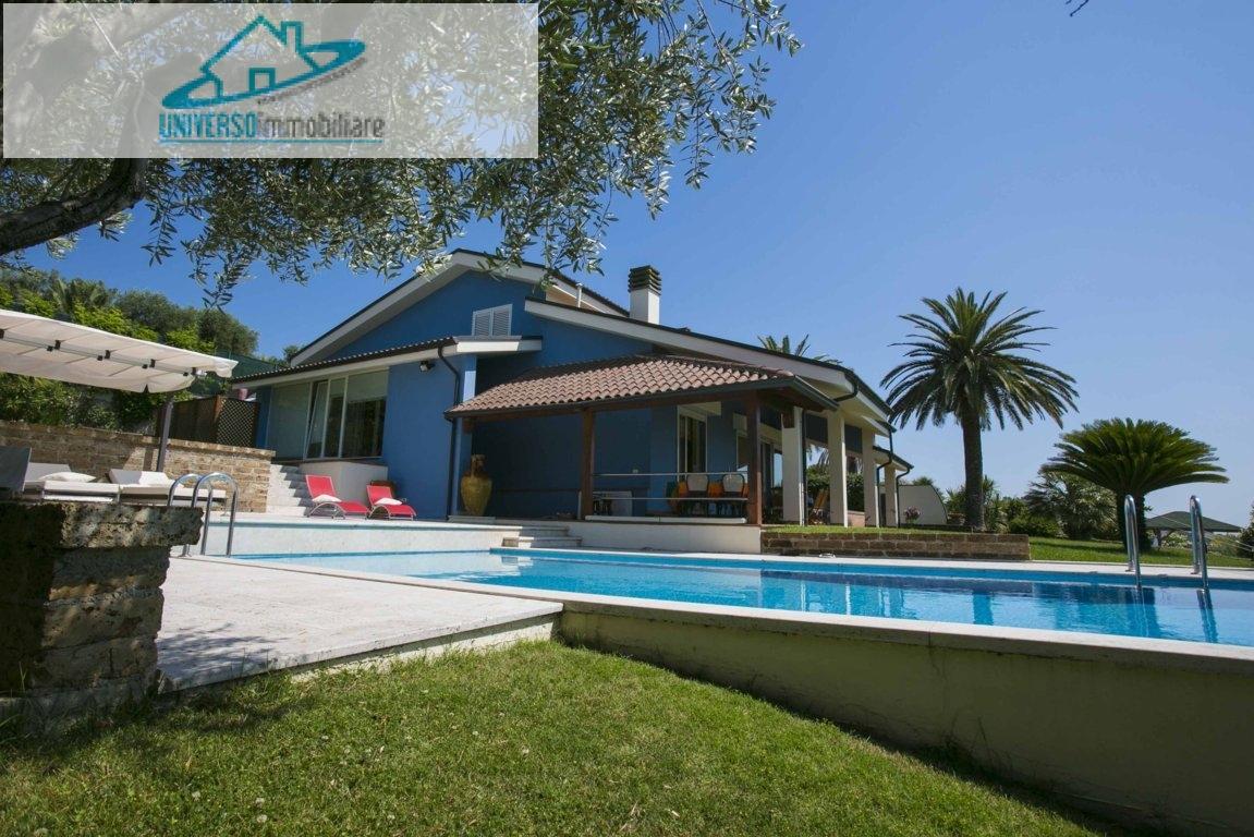 Villa in vendita a Monteprandone, 14 locali, zona Zona: Centobuchi, Trattative riservate   Cambio Casa.it