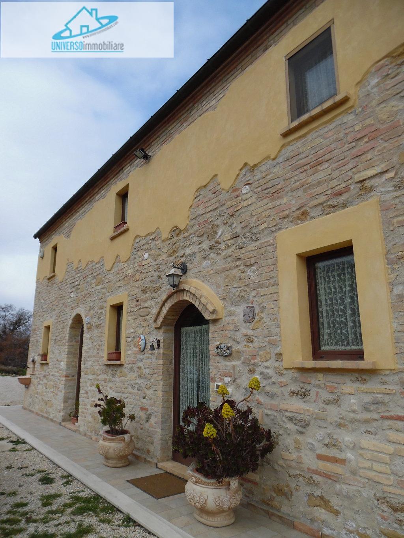 Rustico / Casale in vendita a Acquaviva Picena, 7 locali, prezzo € 530.000 | Cambio Casa.it