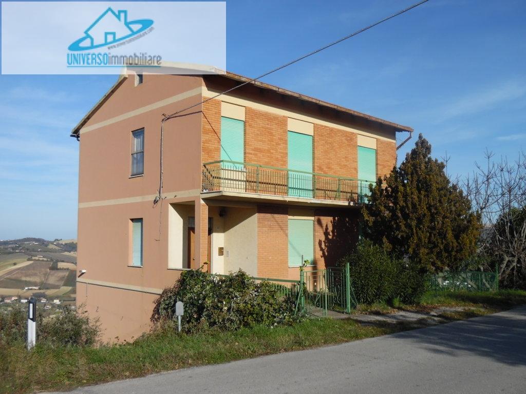 Soluzione Indipendente in vendita a Carassai, 8 locali, prezzo € 200.000 | Cambio Casa.it