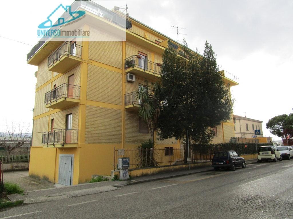 Appartamento in vendita a Monteprandone, 5 locali, zona Zona: Centobuchi, prezzo € 110.000 | Cambio Casa.it