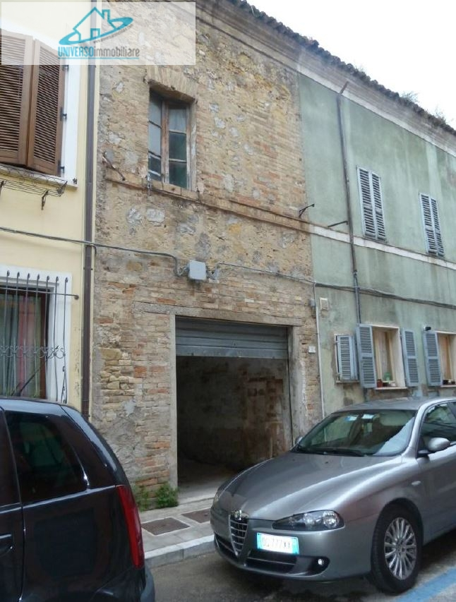 Soluzione Indipendente in vendita a San Benedetto del Tronto, 3 locali, zona Località: Centralissima, prezzo € 75.000 | CambioCasa.it